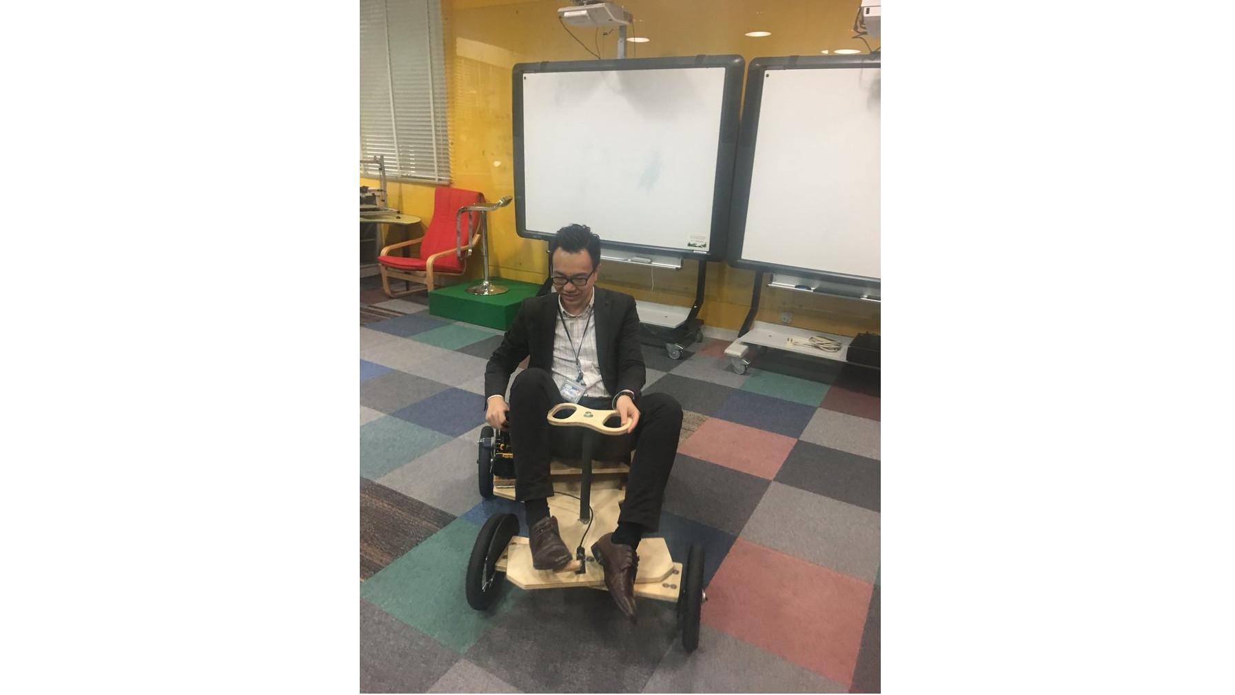 TVB 記者採訪製作電能車