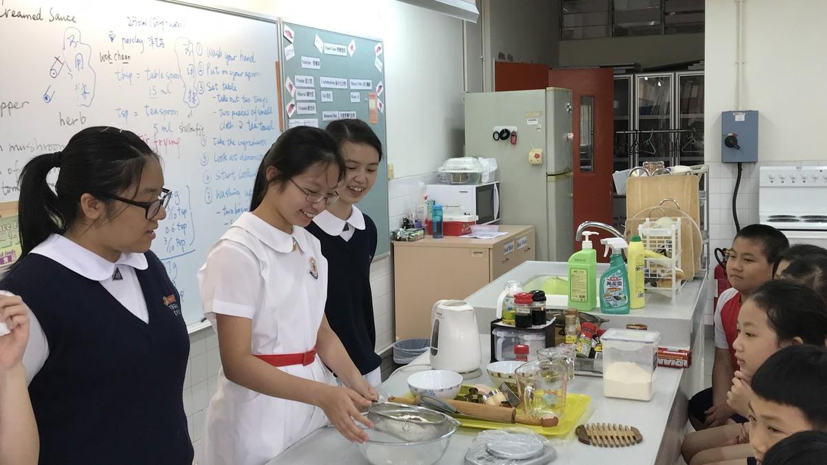 製作薑餅屋